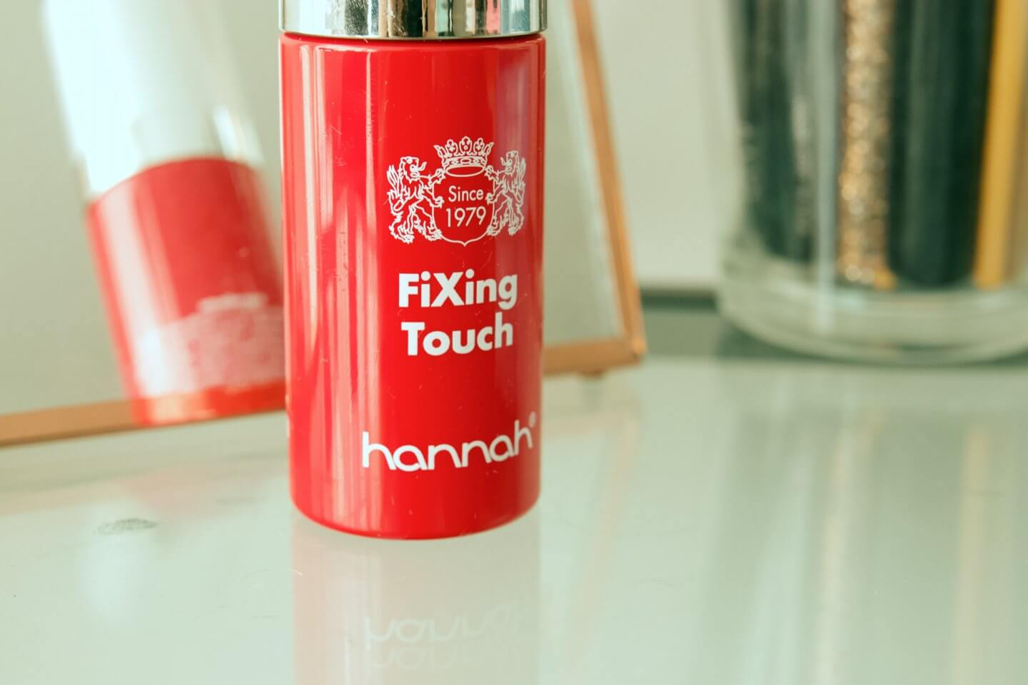 showing the new fixing touch from Hannah huidcoach, which creates skin improvement anti-aging and heals scars.