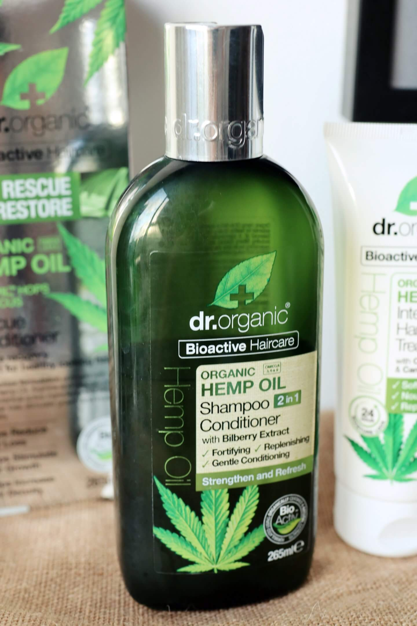 Always struggling with a dry and sensitive scalp? This new dr organic shampoo is perfect to solve this problem! Find out how to combat a dry and sensitive scalp today! #shampoo #conditioner #dryscalp #sensitivescalp