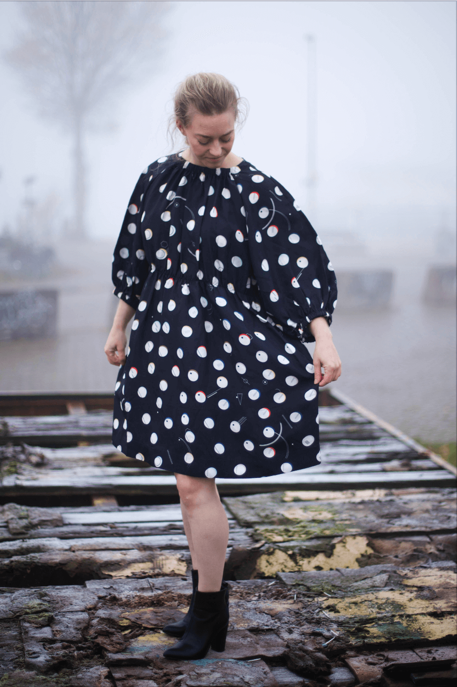 Giorgia Lupi created together with & Other Stories a new and unique fashion collection for women. This & other stories dress is inspired by data visualisation design. Click the link to find out more about this amazing fashion collection!#fashion #dress #andotherstories #outfit #polkadot