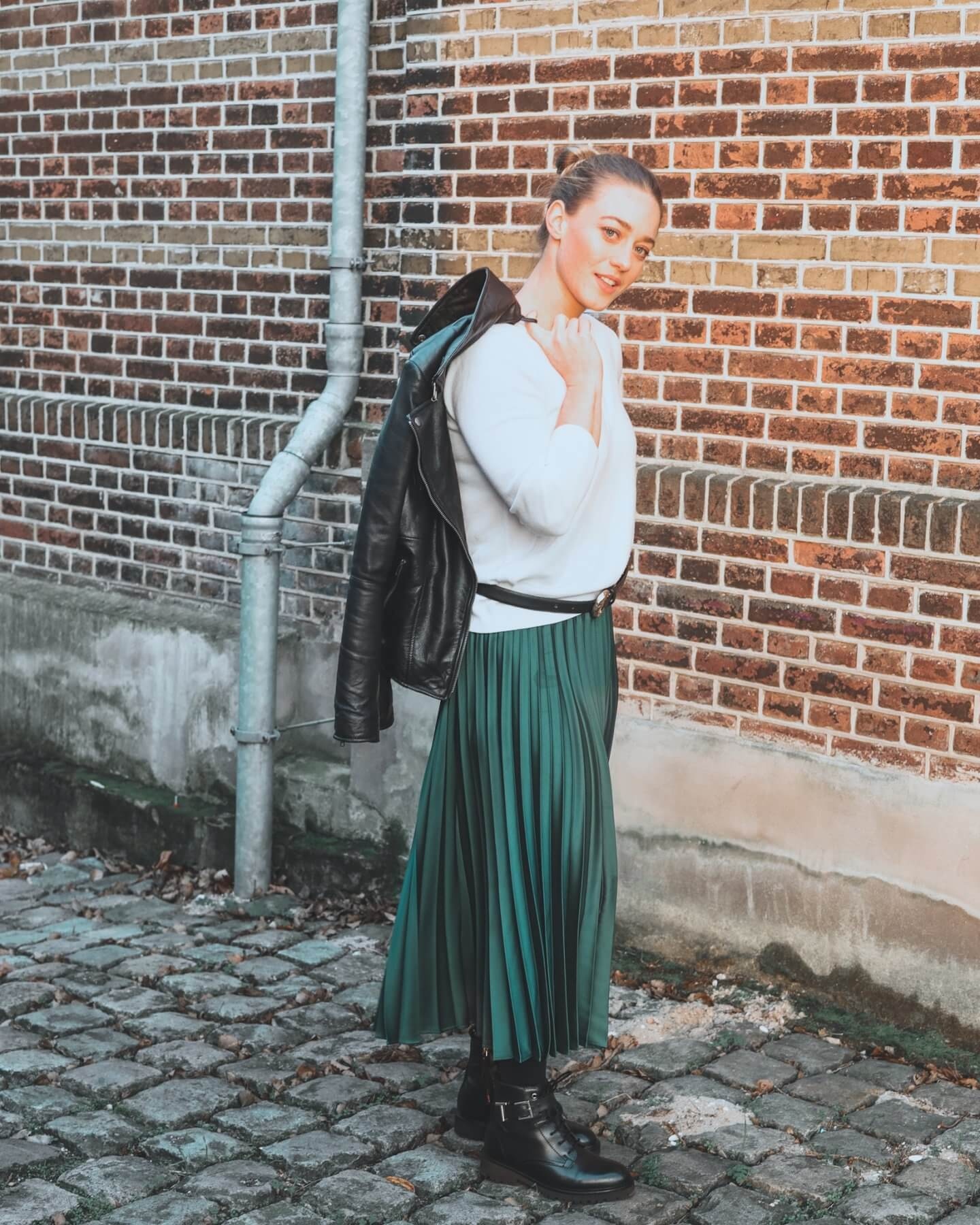 how to style the pleated skirt trend in 2021 - actually anna